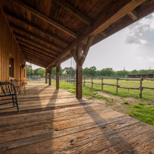 Texas-rustic-farm-barn-home-4-500x500